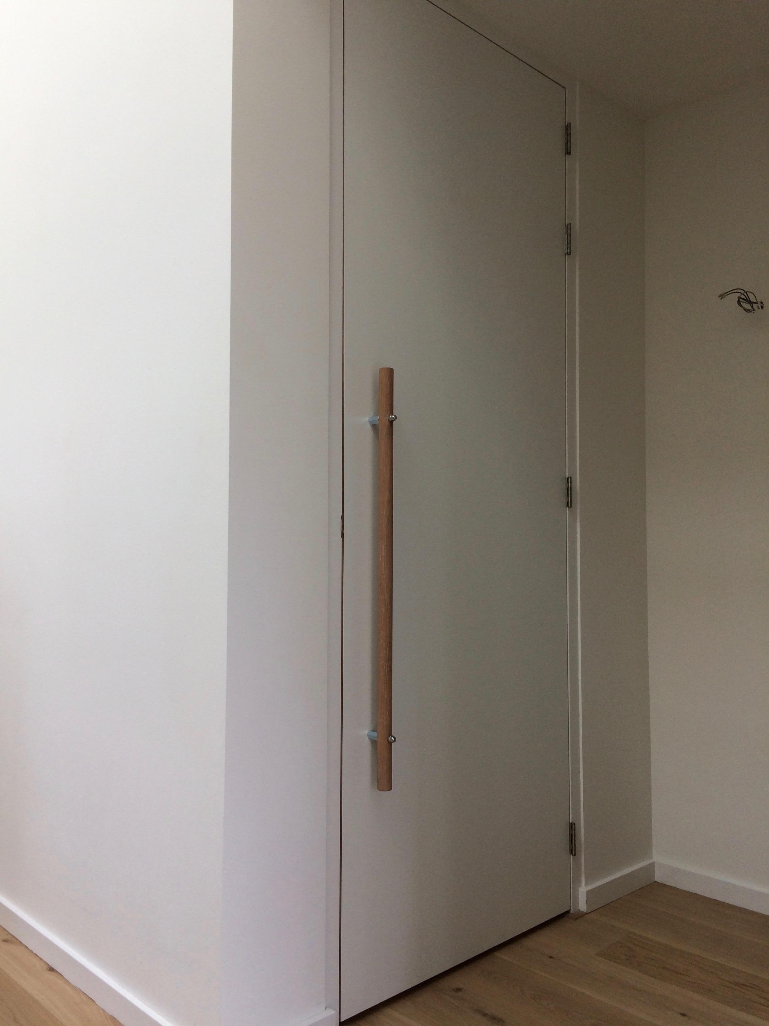 binnendeur-op-maat-gemaakt-met-houten-greep