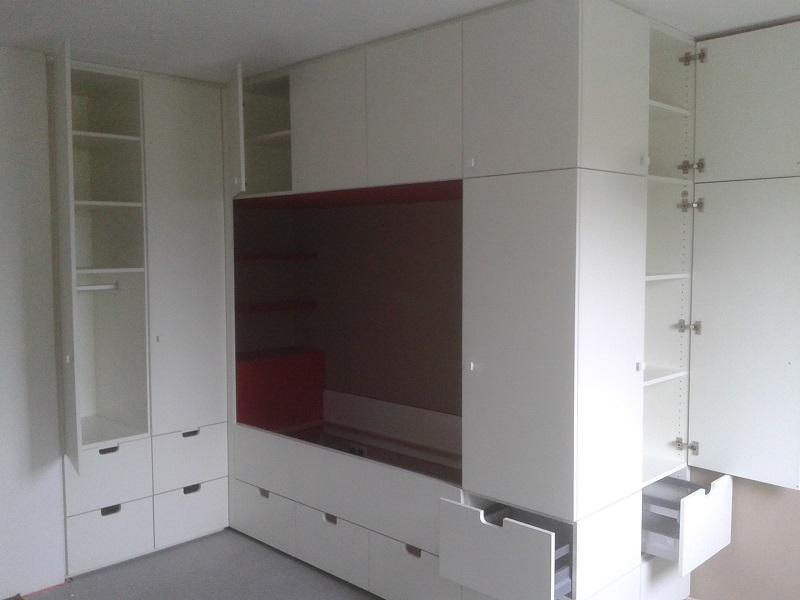 bedstee met diverse opbergmoeglijkheden en 2e bed onder in lade